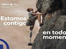 deportista paraolímpico escalando una montaña